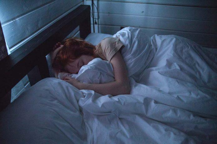 Maladie du sommeil : symptômes, causes et traitement