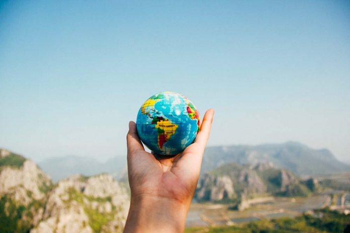 economiser de largent sur les voyages 696x464 - Tips to save money while traveling, discover them!