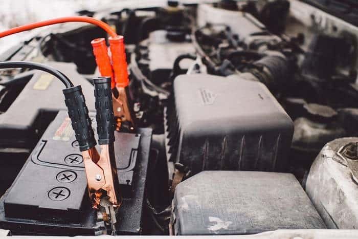 Chargement batterie voiture - Voyant batterie allumé