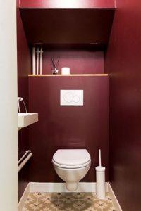 Déco toilette rouge