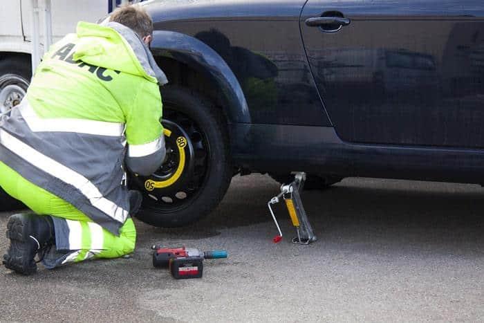 Changer une roue de secours galette