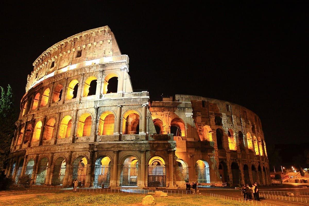Visiter-le-Colisee-de-nuit