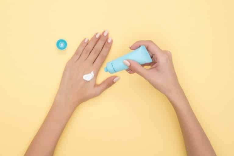 comment appliquer une crème au cbd sur les mains