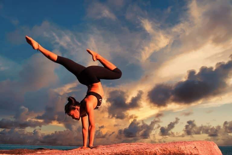 Yoga-bienfaits-sur-le-corps-et-esprit